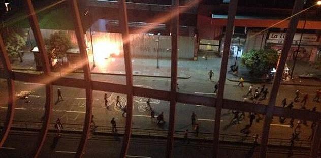 Incendio frente a la Magistratura en Chacao