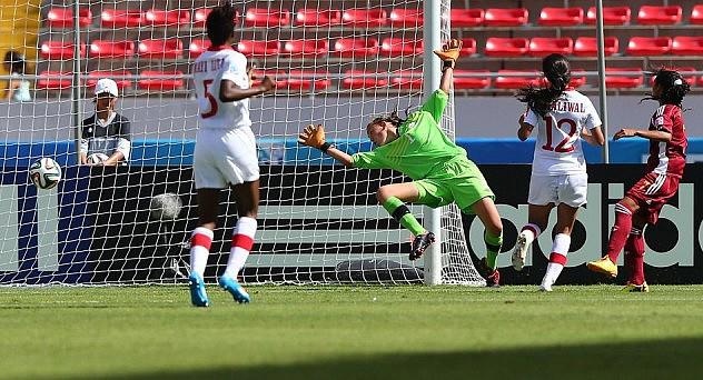 Yosneidy Zambrano (der.) anota el segundo gol vinotinto.