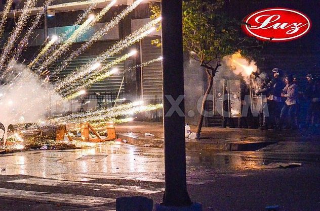 1398058958-clashes-in-venezuela-continue-during-holy-week_4526217 (1)