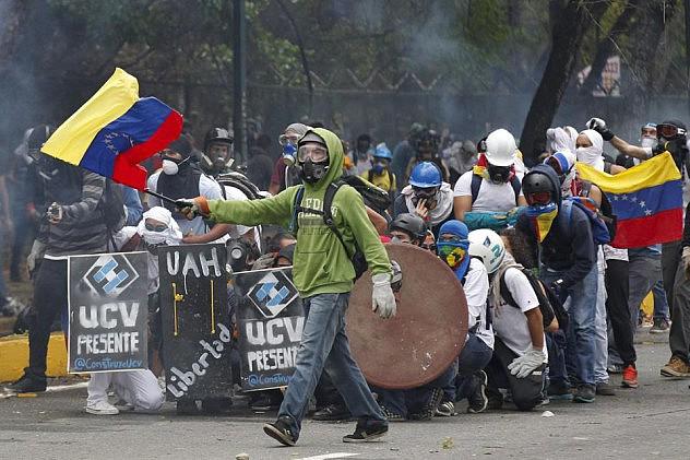 2014-04-03T213510Z_1099613421_GM1EA440F8601_RTRMADP_3_VENEZUELA-PROTEST