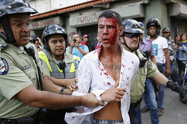 2014-04-04T215720Z_486274597_GM1EA450G4U01_RTRMADP_3_VENEZUELA-PROTEST (2)