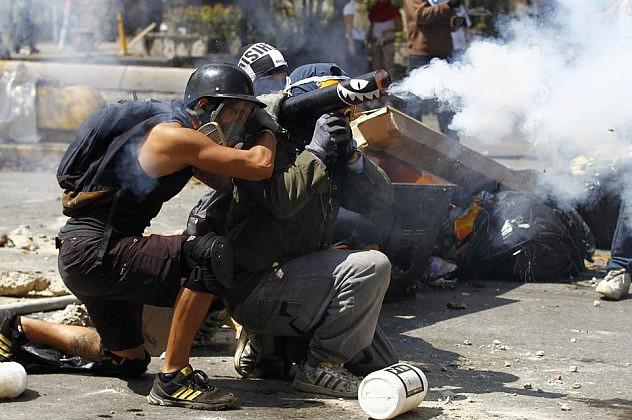2014-04-06T172011Z_716800842_GM1EA4703MZ01_RTRMADP_3_VENEZUELA-PROTESTS