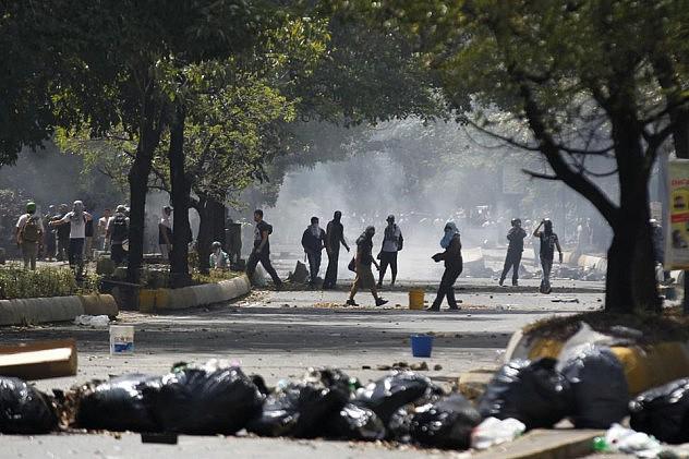 2014-04-06T182750Z_53935573_GM1EA4706N401_RTRMADP_3_VENEZUELA-PROTESTS