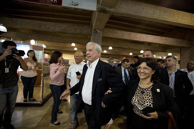 Vargas Llosa a su llegada a Venezuela. Foto: Agencias