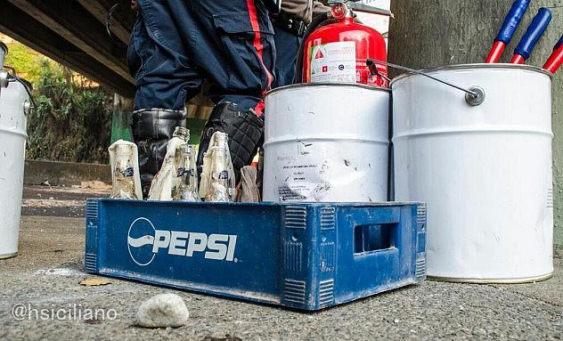Molotovs y otros materiales incautados. Foto: Horacio Siciliano