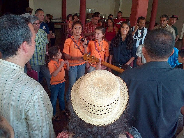MINISTRO-CON-AGRUPACION-OSITOS-GAITEROS