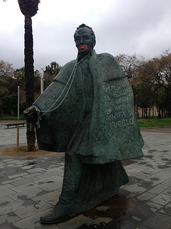 estatua bolivar agraviada