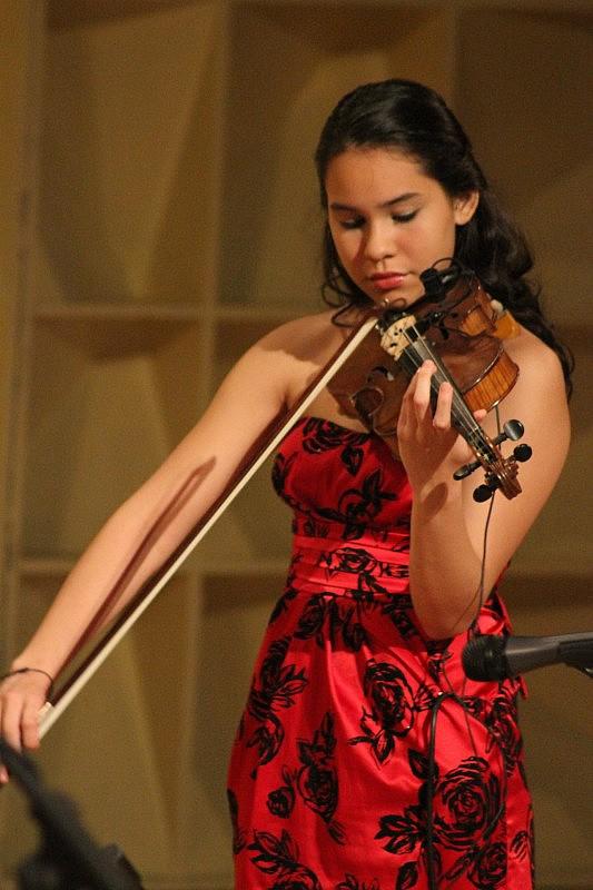 1. Vanessa Emperatriz, violinista