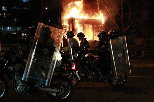 2014-05-07T003639Z_1829390523_GM1EA570NU101_RTRMADP_3_VENEZUELA-PROTEST