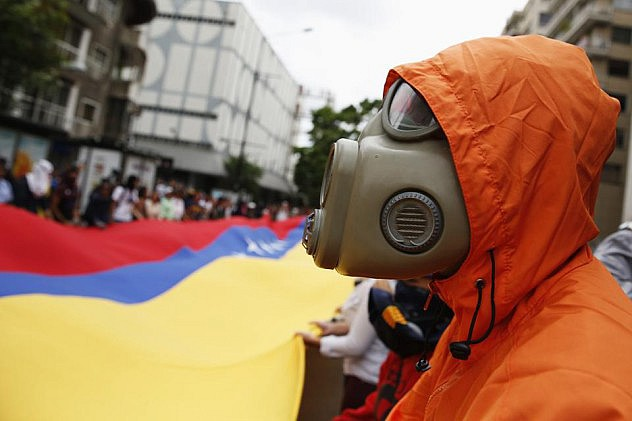 2014-05-12T201226Z_854852820_GM1EA5D0BMH01_RTRMADP_3_VENEZUELA-PROTESTS