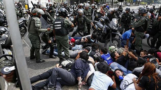 2014-05-14T194939Z_1533919613_GM1EA5F0AH901_RTRMADP_3_VENEZUELA-PROTESTS