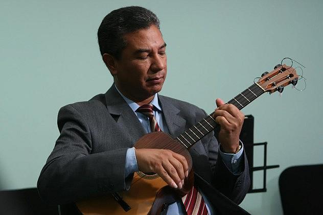 3. Eduardo Ramírez, cuatrista