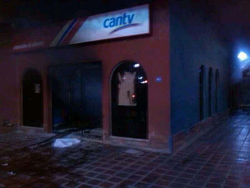 en fotos violentos destruyeron oficinas de cantv banco