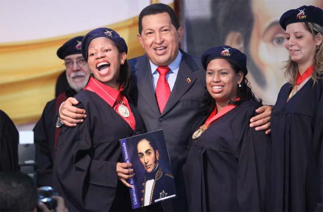Agradecen al Presidente maduro por continuar las políticas del Comandante Hugo Chávez y crear o ampliar los institutos educativos (Foto: Archivo)