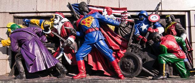 Un grupo no identificado realizó un acto de vandalismo contra un monumento al Ejército Rojo el Bulgaria, usando íconos occidentales como Superman, Ronald McDonald, el Capitán América y el Santa Claus de Coca Cola.