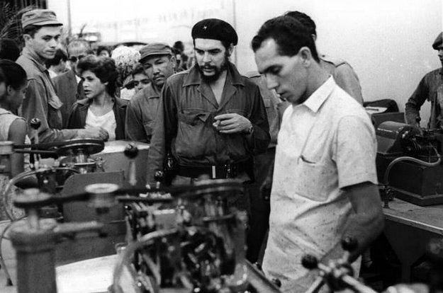 Guevara inaugura en La Habana, la Fábrica de brocas, escareadoreas y fresas Alfredo Gamonal, en octubre de 1964. Foto: Jorge Oller