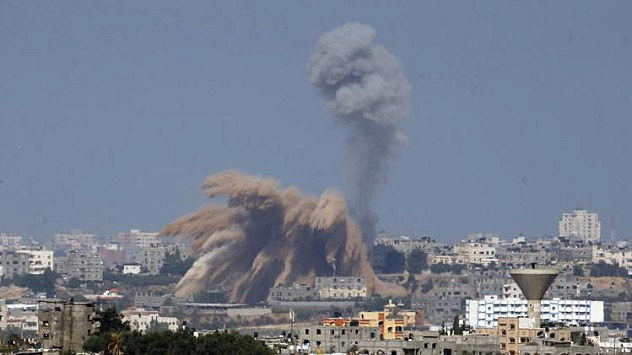 2014-07-09T072041Z_419639032_GM1EA79164001_RTRMADP_3_PALESTINIANS-ISRAEL