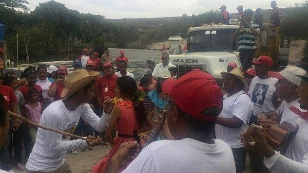 Con Sones De Negro la comunidad Valle Inmaculada en Lara recibió los materiales para construir la Bases De Misiones (@descolonializa)