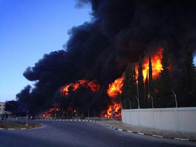 Aviones de guerra israelíes destruyeron depósitos de combustible de la única planta léctrica funcional en Gaza, dejando a 1,8 millones de personas sin electricidad.