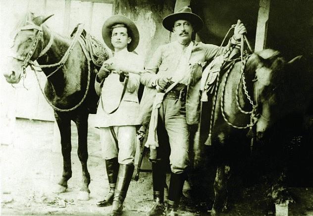 """A la derecha: Pedro Pérez Delgado, """"Maisanta"""" (Foto: Cuentos del Arañero)"""