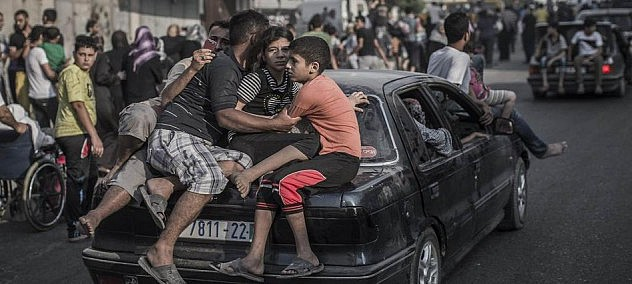 Cientos abandonan barrio de en Gaza.
