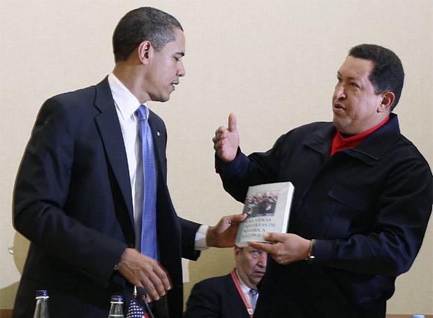 chavez_regala_obama_venas_abiertas_
