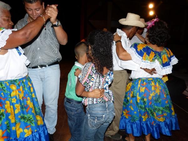 GRUPO TRADICION AYER Y HOY TEATRO LUIS MARIANO RIVERA