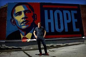 """Shepard Fairey, autor de la campaña """"Obey"""" (Obedece) y del famoso retrato de Barack Obama con la palabra """"Hope"""" (Esperanza), será el productor de la serie."""