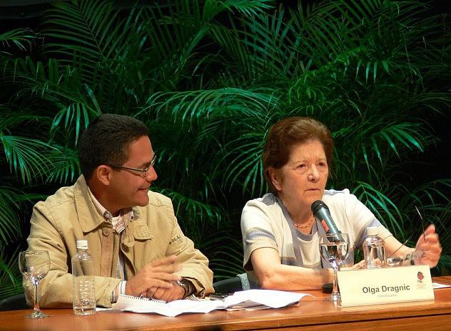 Olga Dragnic junto a Ernesto Villegas en el Encuentro contra el Terrorismo Mediático en el Celarg, Caracas, 2008. Foto por Luigino Bracci.