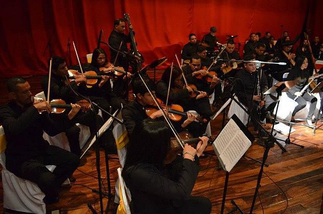 2. Orquesta Típica Varyna