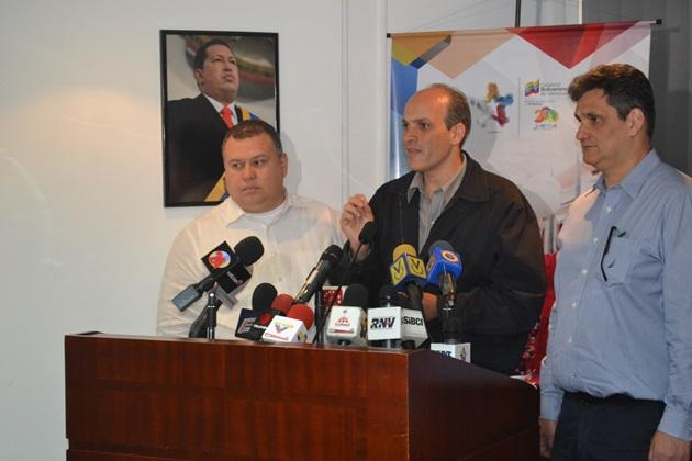 Ministros Reinaldo Iturriza y manuel Fernández junto al vicepresidente de Planificación, Ricardo Menéndez. Foto: Noticias24