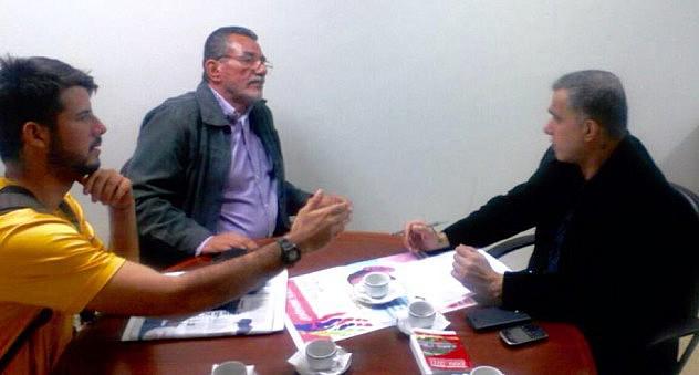 Tarek William Saab, Defensor del Pueblo, recibió este lunes a hijos y amigos de Alcedo Mora, defendido desde el pasado 27 de febrero junto a hermanos Vergel.