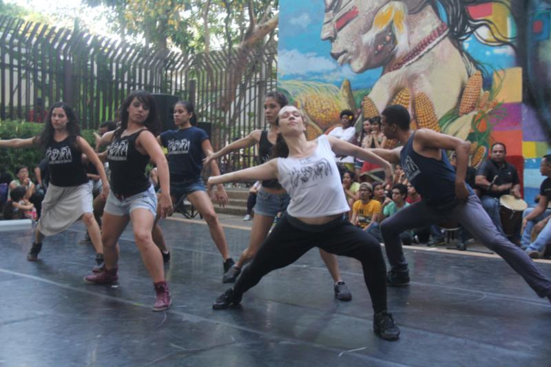 EN FOTOS: La Danza Tradicional Y La Urbana Se Dieron La