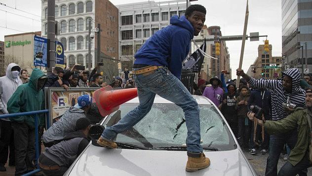 detay-in-beeld-heftig-protest-tegen-politiegeweld