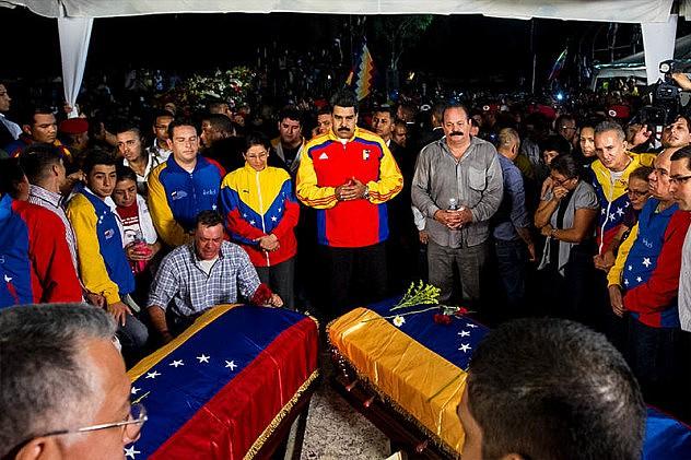 Maduro-entierro-robert-serra