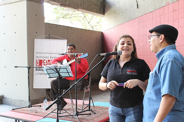 Inauguracion del Foro Libertador con trovadores