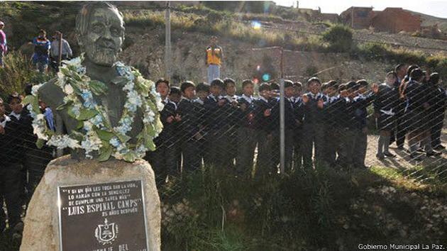 Lugar donde encontraron el cuerpo de Espinal a las afueras de La Paz, allí fue construido este monumento en su honor. Foto: BBC Mundo