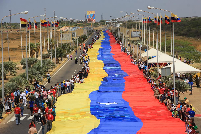 Fotos Despliegan En La Vela De Coro La Bandera De Venezuela Más
