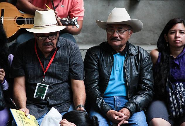Ismael Querales y Vidal Colmenares de espectadores. Foto: Milangela Galea