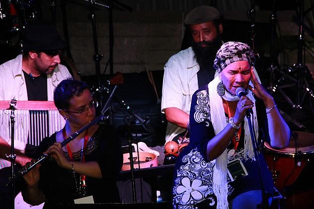 Marta Doudiers y su ensamble - Cantautor. Foto: Milangela Galea