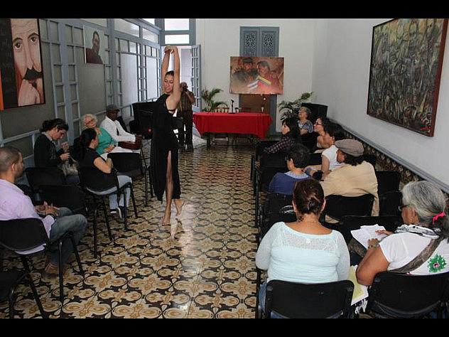 El cantautor cubano Juan Despaigne y la bailarina Oyeisy Martínez participaron en la actividad. Foto: Ronald Montaño