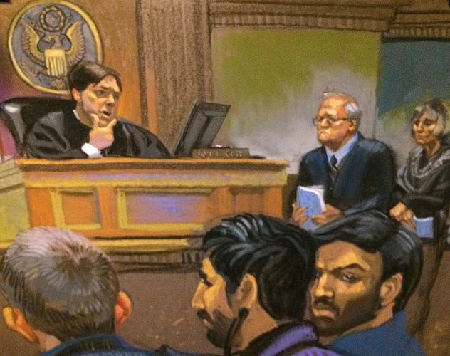 Boceto por Christine Cornell retratando a los dos imputados. En los tribunales de Nueva York los juicios son públicos, pero está prohibido incresar con cámaras fotográficas o celulares, por lo que los juicios se reseñan con dibujos como éste.