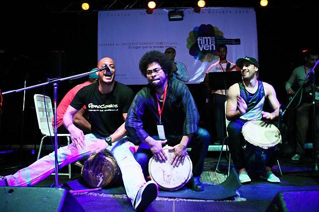 Cierre del FIMVEN Tarima de Salsa y Tambores con Afrocódigos. Foto: Milangela Galea