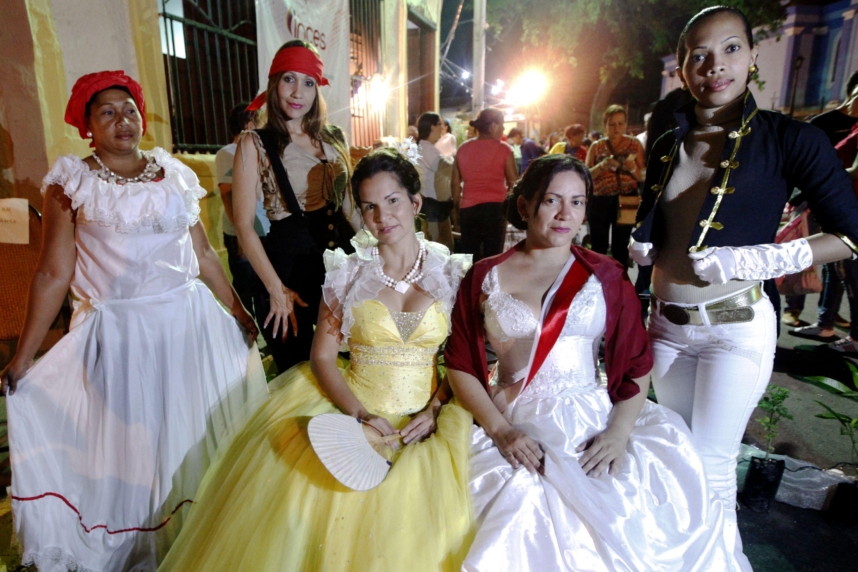 Cumaneses disfrutaron de una noche de antaño llena de música y ... e95e86402893