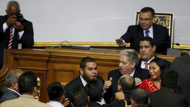 Juan Requesens (C), deputy of Venezuelan coalition of opposition parties (MUD), argues with deputies of Venezuela's United Socialist Party (PSUV) during a session of the National Assembly in Caracas January 5, 2016. REUTERS/Carlos Garcia Rawlins