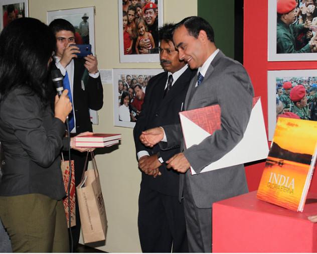 Donación de libros de la India a la BNV11