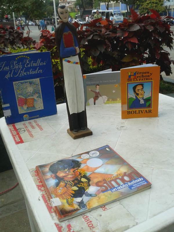 Leyendo a Bolívar lo Pintamos en la Plaza El Valle11