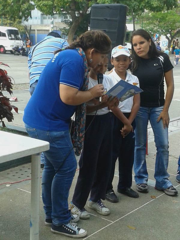 Leyendo a Bolívar lo Pintamos en la Plaza El Valle12