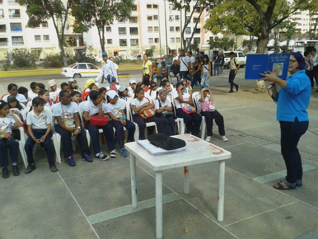 Leyendo a Bolívar lo Pintamos en la Plaza El Valle17
