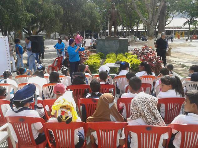 Leyendo a Bolívar lo Pintamos en la Plaza El Valle18